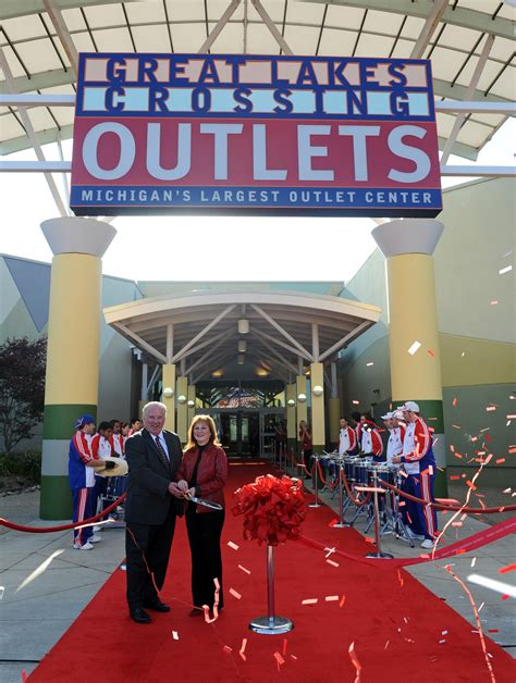 """FREE IS MY LIFE: The New """"Great Lakes Crossing Outlets"""" is"""