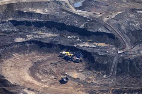 Oil Sands Upgraders May Make a Comeback Amid Pipeline